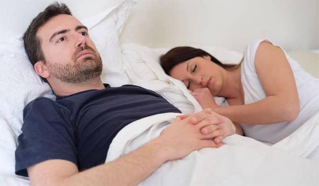 Má spánek vliv na pevnou erekci?